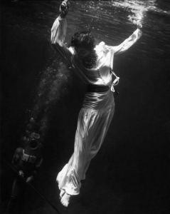 toni-frissell-underwater